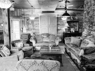 gallery/detail1-great-room-portage-inn-sm